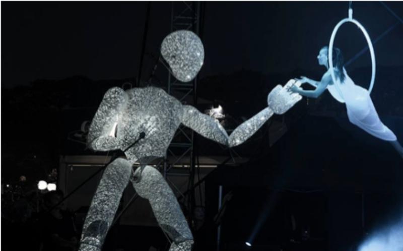 marionetas gigante con acrobata