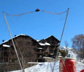 lanzadera humana en lugar con nieve