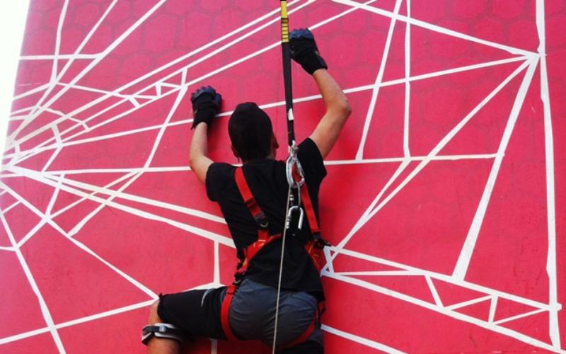 escalador en plataforma de spider