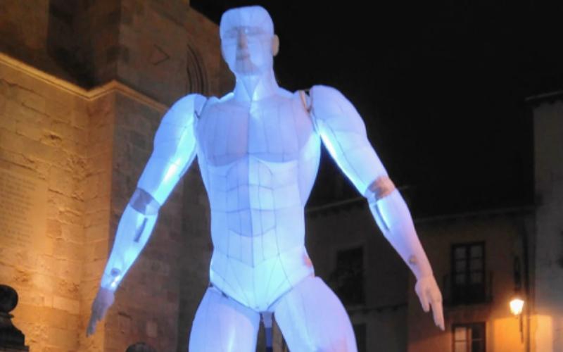 Marioneta gigante azul