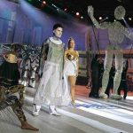 performance y marioneta gigante