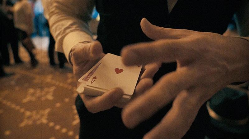 manos y un as de corazones