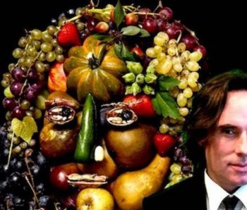 mujer confeccionada con fruta