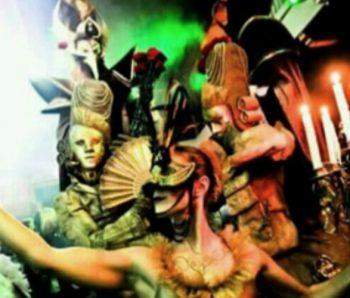 performances con mascaras venecianas