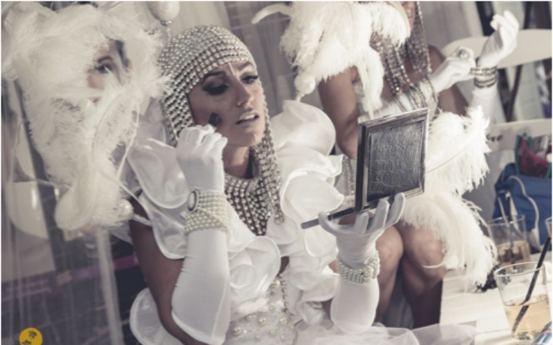 performance maquillandose