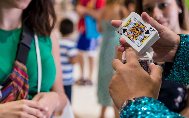 mago con cartas