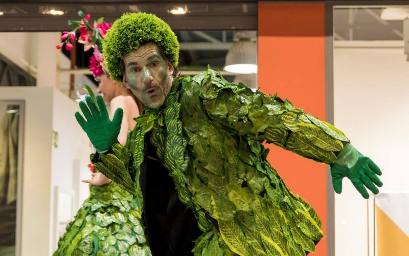 performance vestido de verde