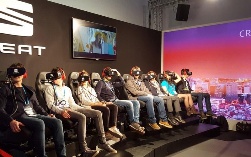 grupo de personas con gafas de realidad virtual