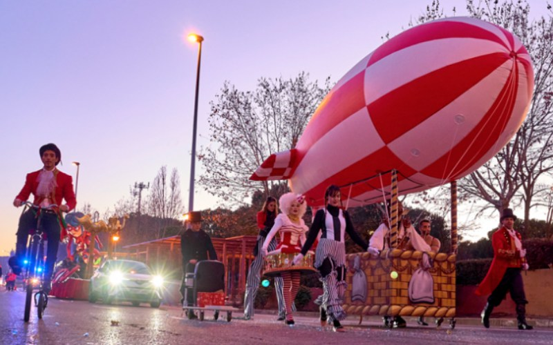 desfile de performance de circo