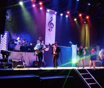 Orquesta completa sobre el escenario
