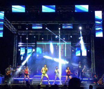Orquesta al completo sobre el escenario