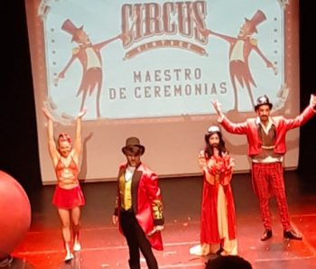 maestro de ceremonia y performance de circo