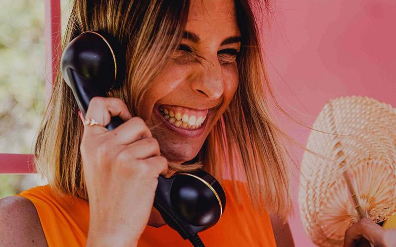 IDEAS PARA EL COCKTAIL DE TU BODA UN TELEFONO GRABA MENSAJES